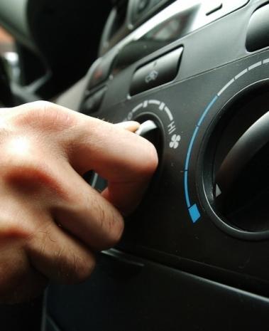 Nos dias frios de inverno, ar é utilizado com o sistema de aquecimento no interior do veículo