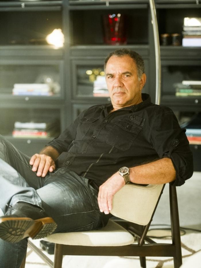Humberto Martins é Herculano, diretor que deseja esquecer o passado