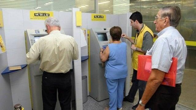 Beneficiados com pagamento do auxílio receberão no Banco do Brasil