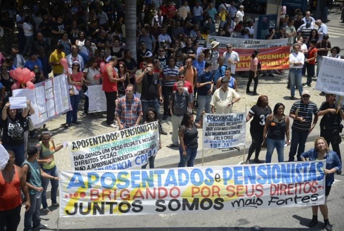 Mais de 38 mil ativos, inativos e pensionistas do estado aguardam salário de agosto há um mês
