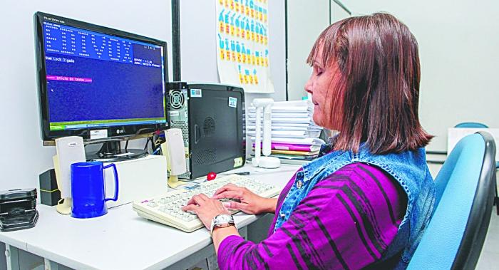 Cidadãos como Silvéria Ferreira, com deficiência visual, poderão ir ao cinema