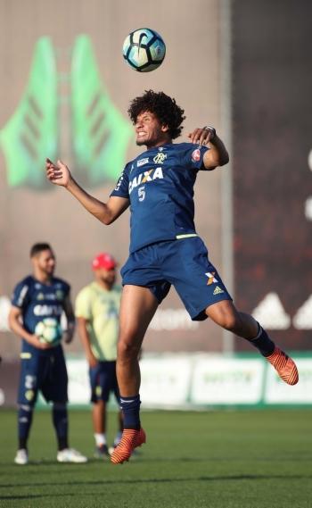 Willian Arão segue fora no Flamengo