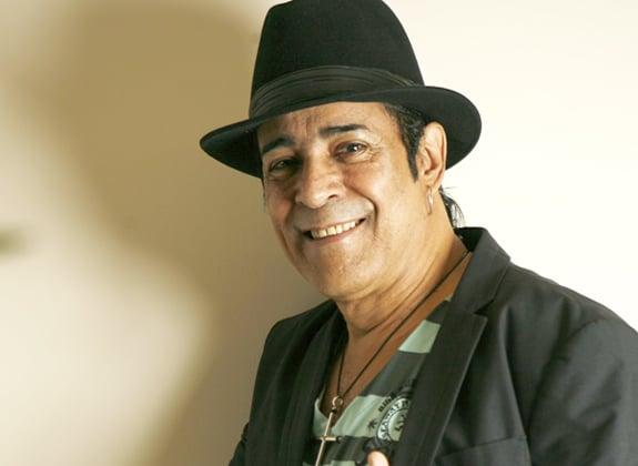 Elymar vai cantar na Riosampa