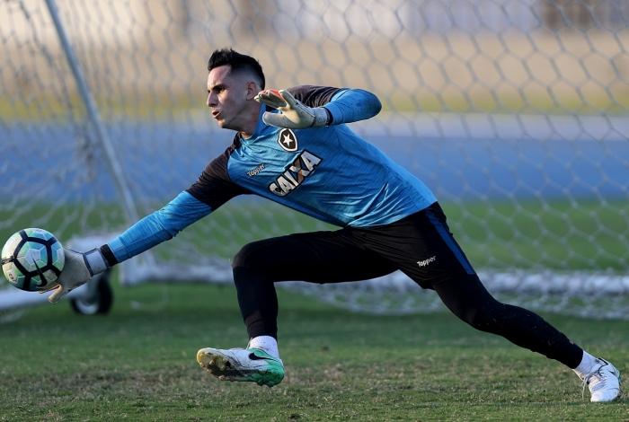 Gatito vai defender o Paraguai contra os EUA e pode ser uma baixa caso o Botafogo chegue à semi do Carioca