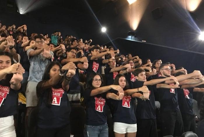 Mais de 120 alunos fizeram atividades de relaxamento em cinema