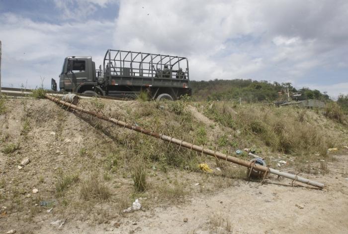 Militares retiraram barricadas pontiagudas com botijões nas pontas que impediam a passagem da polícia