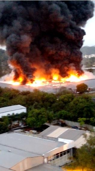 Fogo atingiu cidade cenográfica no início da noite de ontem