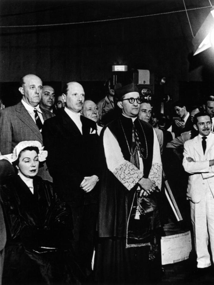 Uma imagem da inauguração da TV Tupi, em 1950: início da televisão está no livro de Ricco e Vannucci