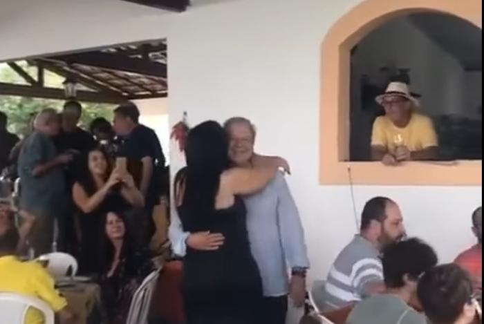 José Dirceu é livre para frequentar festas, desde que em Brasília