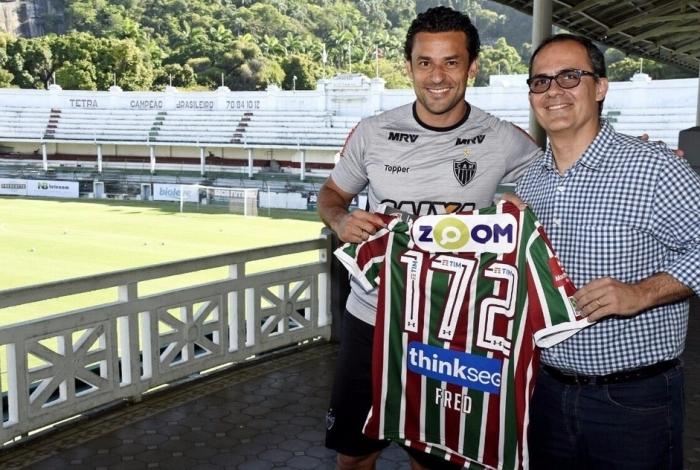 Hoje no Atlético-MG, Fred ganhou uma camisa de Pedro Abad após um treino do Galo nas Laranjeiras