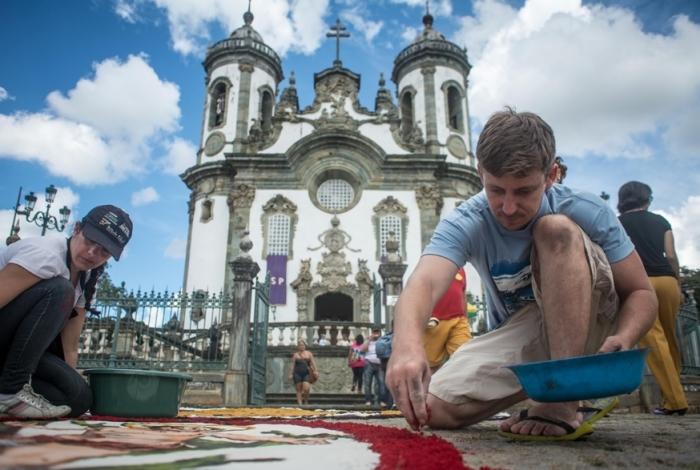 Tapetes de serragem em São João del Rei: Igreja é bem do Iphan