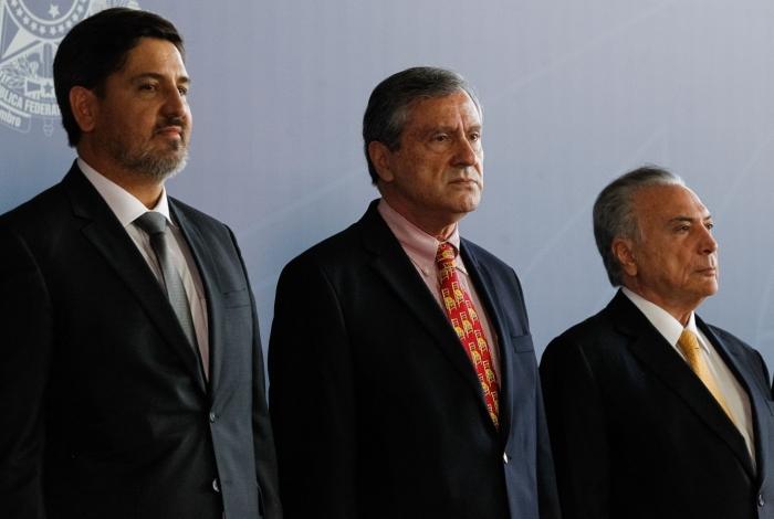 Segovia, o ministro Torquato Jardim e Michel Temer no Hino Nacional
