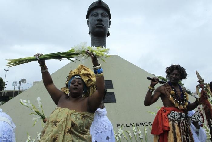 Afoxé Filhos de Gandhi fez a lavagem do monumento a Zumbi