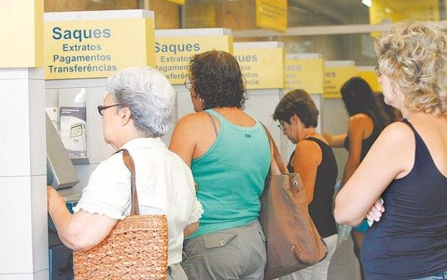 Servidores públicos sacam o dinheiro do Pasep no Banco do Brasil