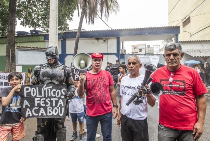 Protesto contra Garotinho na porta do presídio