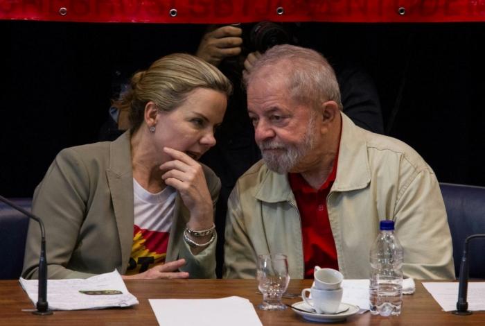 Senadora Gleisi Hoffmann e Lula foram denunciados nesta segunda-feira pela PGR
