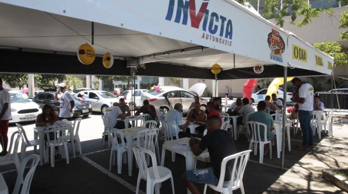 Até domingo, ao menos 250 modelos estarão à venda no estacionamento do Caxias Shopping