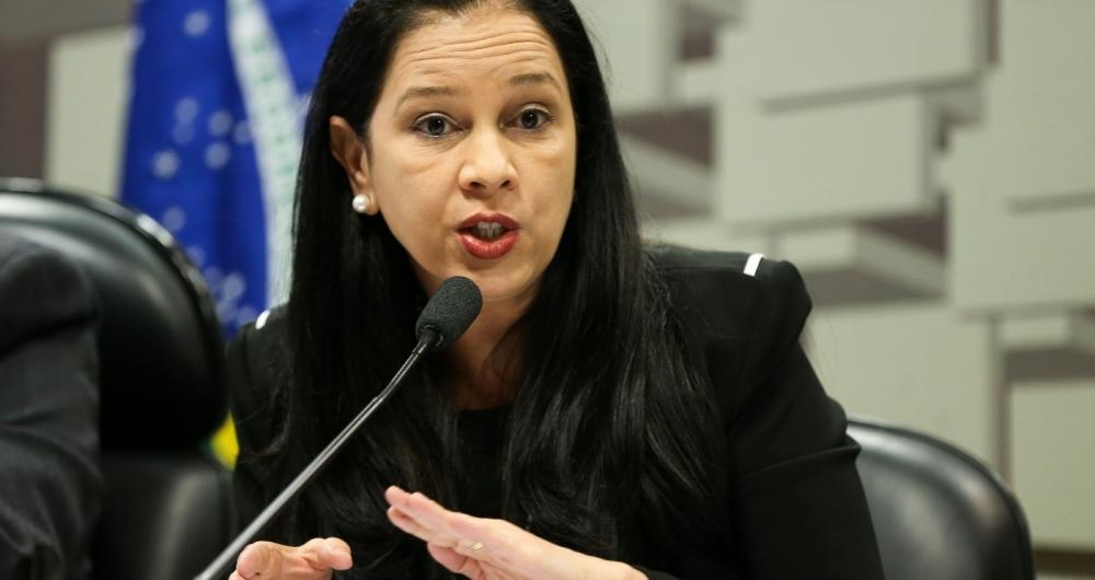 Grace Mendon�a conduziu negocia��es entre poupadores e bancos