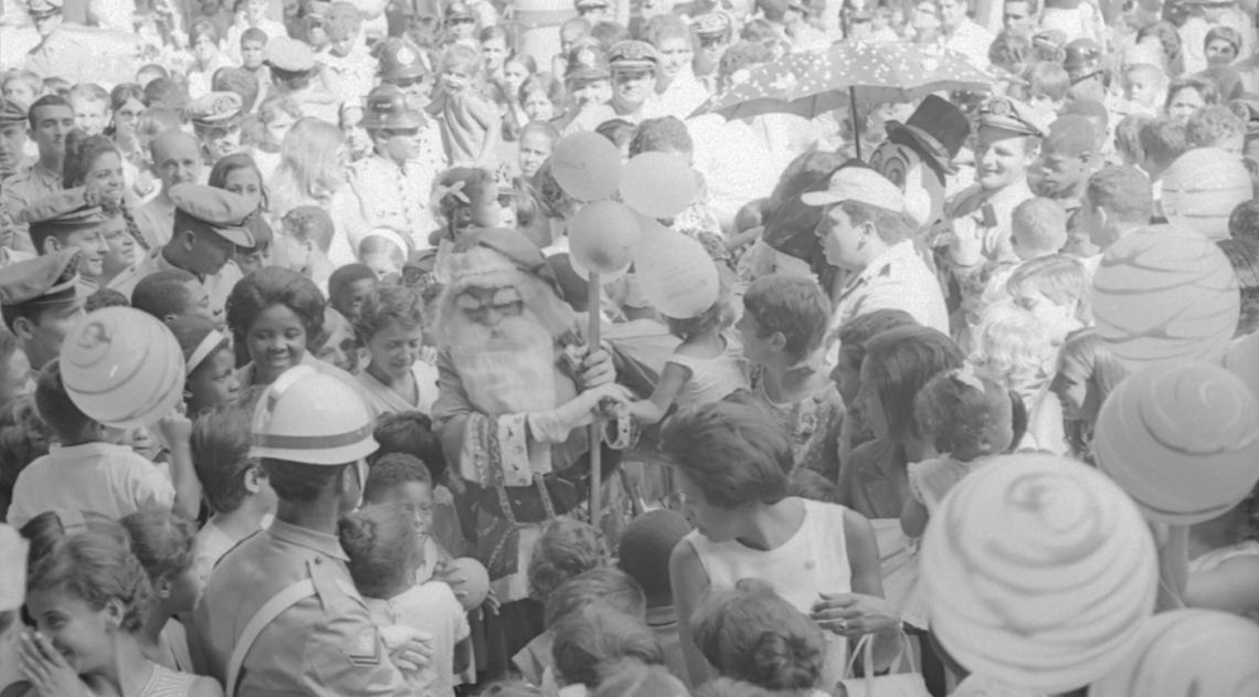Noel foi recebido como celebridade na festa de Natal dos Bombeiros em 21 de dezembro de 1969, no Quartel-Central, na Pra�a da Rep�blica. Sua chegada foi o ponto alto da comemora��o e ele at� teve dificuldade de caminhar at� o palanque de onde fez uma sauda��o aos Bombeiros e suas fam�lias.