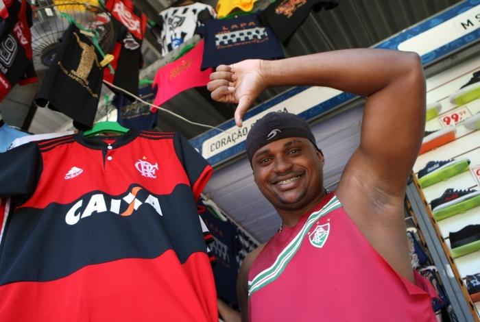 Tricolor, o camelô Wilson Júnior vibra muito com o vice do Flamengo na Copa Sul-Americana e diz que foi o melhor presente de Natal