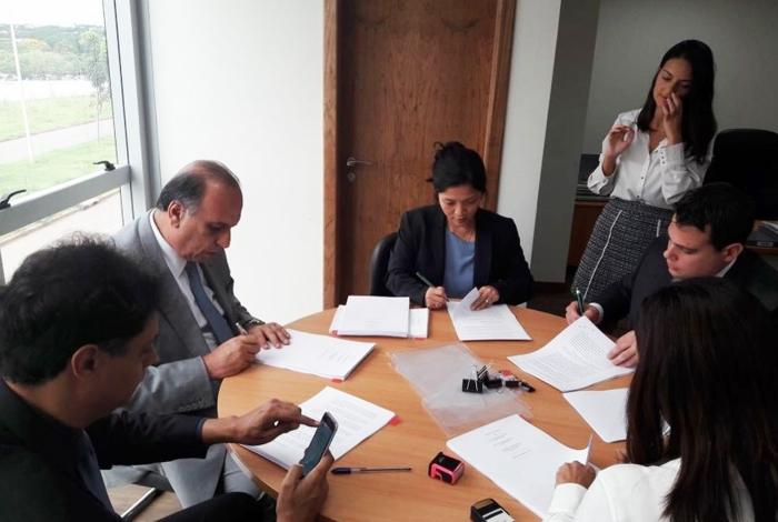 Pezão assinou contrato com banco, ontem, e teve aval da Fazenda, mas aguarda a assinatura da União