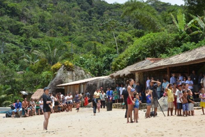 Moradores de Ponta Negra, em Paraty, comemoraram a chegada da energia elétrica no dia 9 deste mês