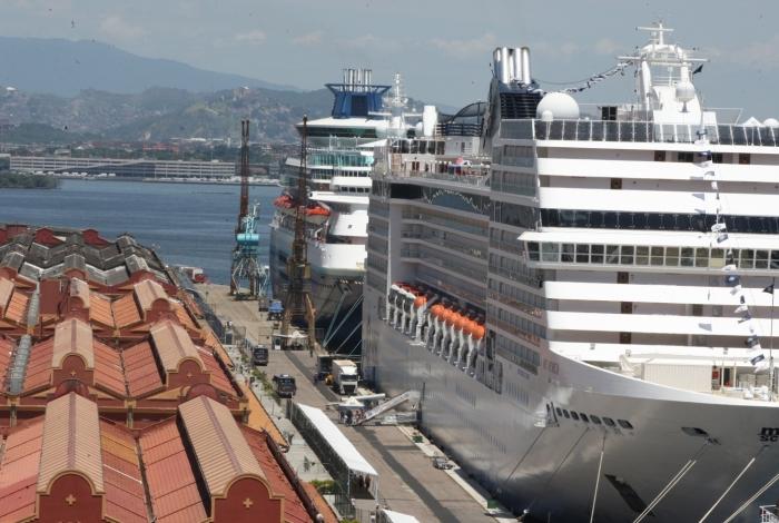 Começou a temporada de cruzeiros no Rio de Janeiro. Os primeiros navios atracaram hoje no Pier Mauá. Fiz também, fotos do entorno do bairro.