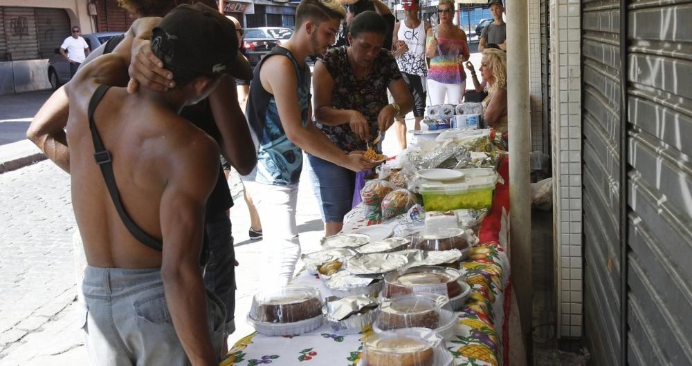 A ceia teve arroz de forno,  farofa, pernil, bolo e muito mais