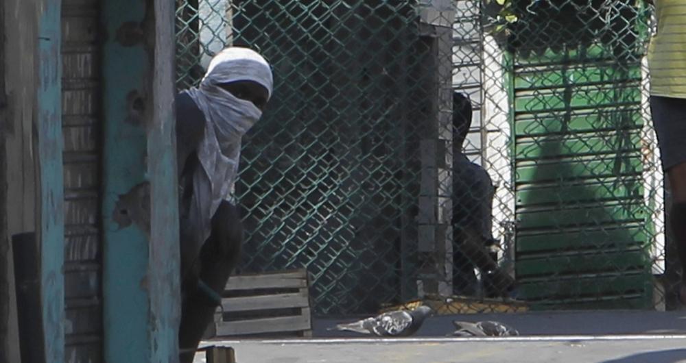 Severino Silva captou traficantes armados à espreita na Favela do Jacarezinho, enquanto a polícia buscava assassinos de um sargento