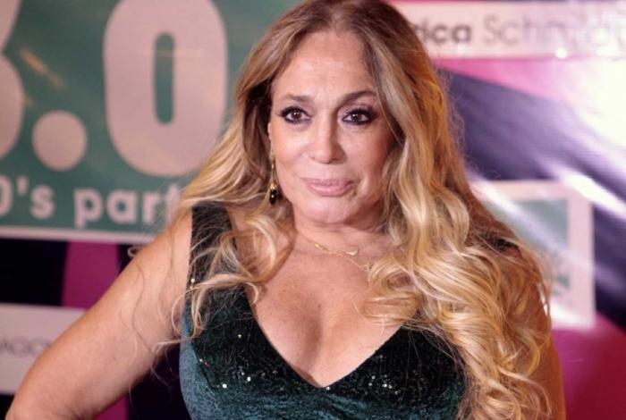 Aos 75 anos, Susana Vieira é conhecida pela sua extensa e consagrada carreira na televisão.