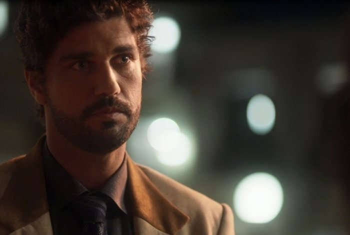 Inácio (Bruno Cabrerizo) mente para Lucinda (Andreia Horta)