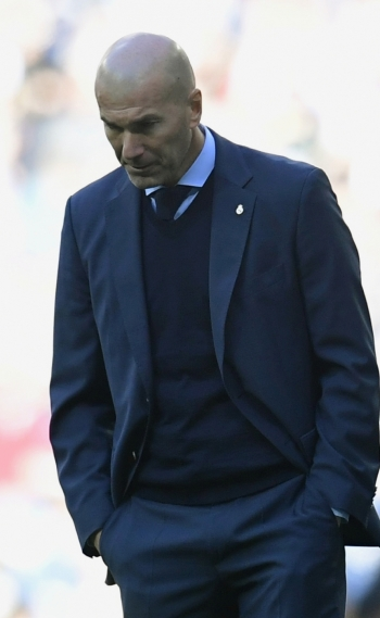 Real Madrid's French coach Zinedine Zidane reacts during the Spanish League