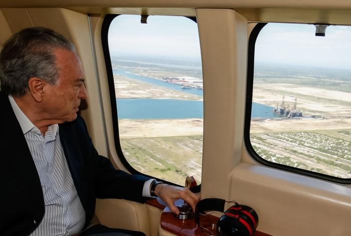 Temer sobrevoou o Complexo do Porto do Açu, onde criou a Zona de Processamento de Exportação