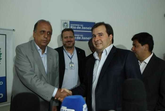Cerimônia para oficializar verba contou com o governador Pezão e o presidente da Câmara, Rodrigo Maia