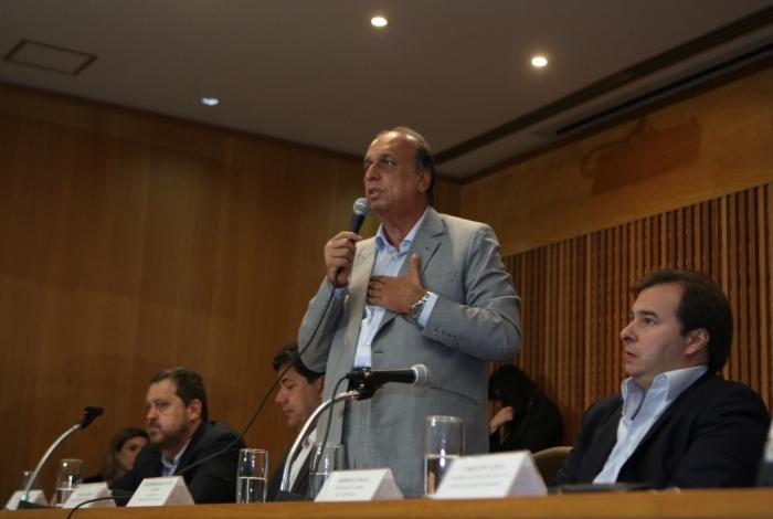 Pezão falou em retomada do crescimento da economia e prometeu prioridade no pagamento de salários