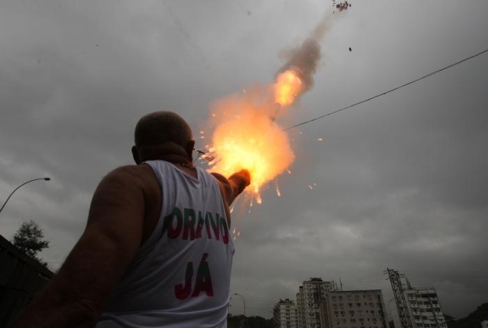 Crivella proíbe o uso de fogos com barulho na cidade do Rio