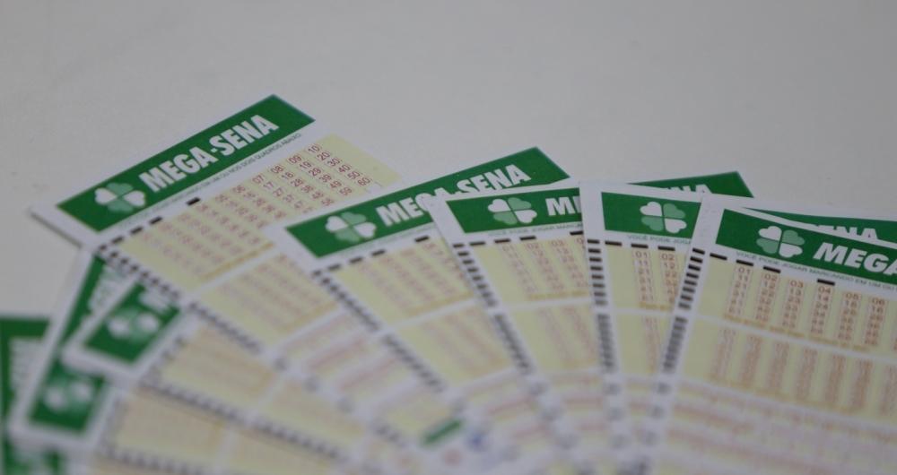 Mega-Sena acumula prêmio de R$ 60 milhões no próximo sorteio, que será realizado no sábado (17). Foto: Daniel Castelo Branco