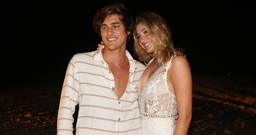 Sasha Meneguel e o namorado Bruno Montaleone no r�veillon em S�o Miguel do Gostoso (RN)