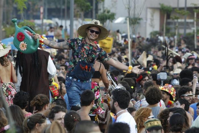 A já tradicional 'Abertura do Carnaval Não Oficial' reuniu milhares de foliões no Centro no ano passado