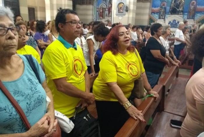 Aposentados participaram da missa nos Capuchinhos na última sexta: em busca de ajuda divina