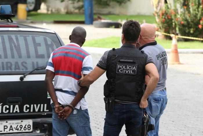 Operação Homem de Ferro, da Polícia Civil, prende 11 integrantes de quadrilha de roubos de carga que agia na Avenida Brasil.