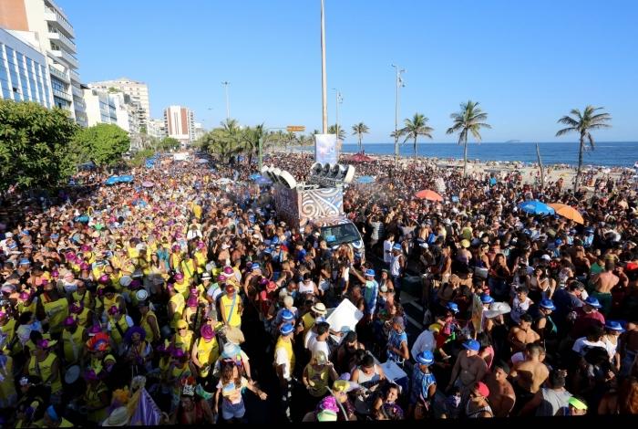 Bloco 'Simpatia É Quase Amor' arrastou uma multidão de cerca de 200 mil pessoas pela orla de Ipanema no Carnaval de 2019