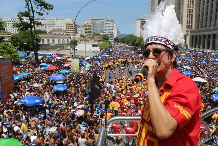 Desfiles do Monobloco sempre reúnem multidões nas ruas do Rio