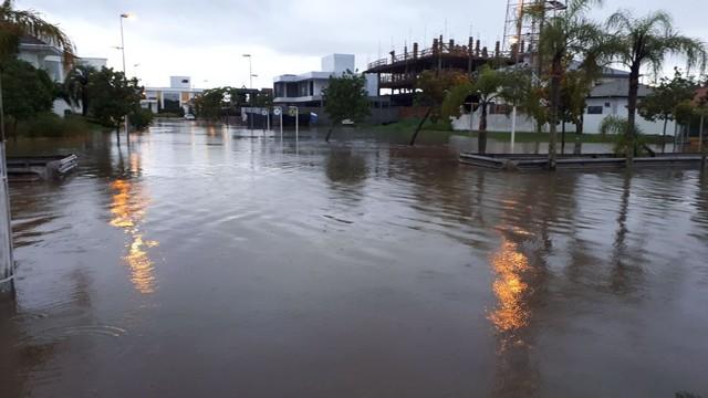 Chuva causa alagamentos e estragos em dez cidades de Santa Catarina