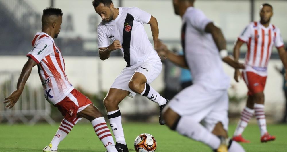 Nenê tenta levar o Vasco ao ataque: camisa 10 foi expulso por reclamar do árbitro