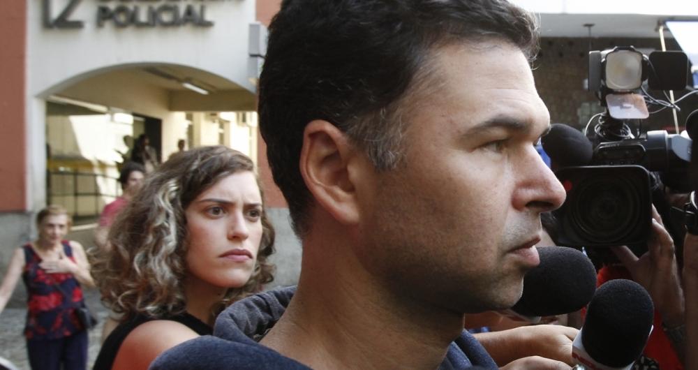 Antônio Amorim, 41 anos, na porta da delegacia, em Copacabana