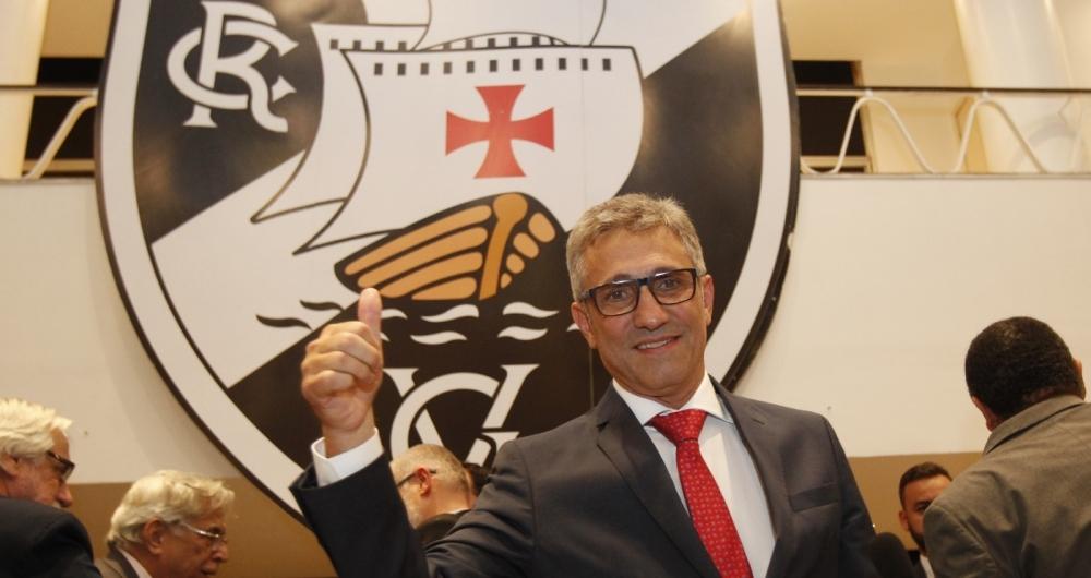 Alexandre Campello toma posse no Vasco: ele será o presidente no próximo triênio