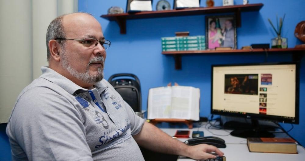Professor Rezende acredita em processo de educa��o no qual aluno e professor t�m mais proximidade