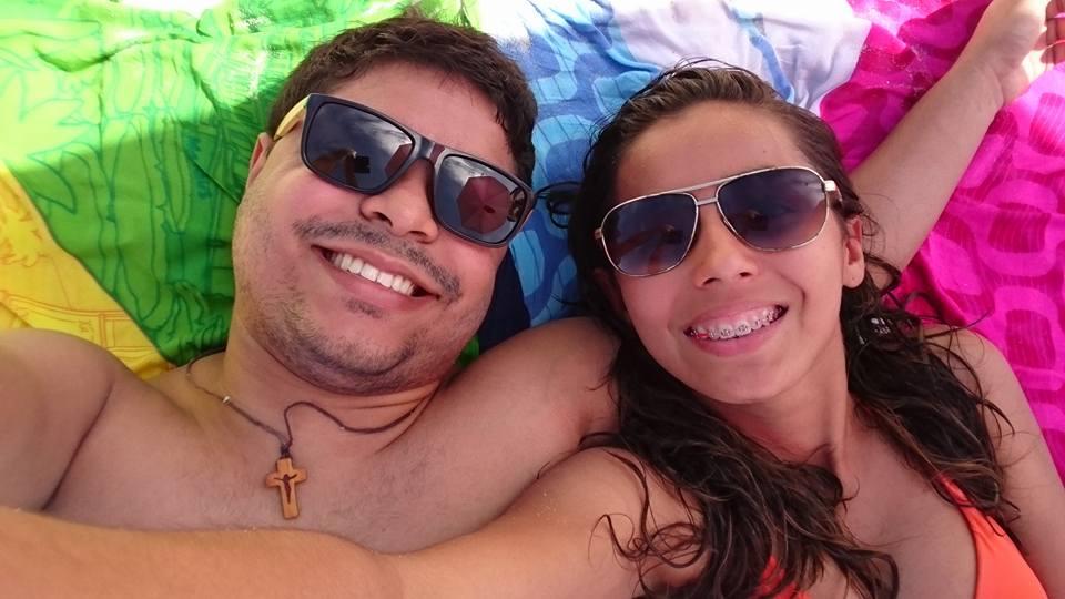 A estudante Larisse Isídio da Silva e o namorado Elizaldo Junior