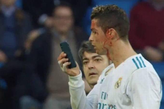 Cristiano Ronaldo conferindo os cortes